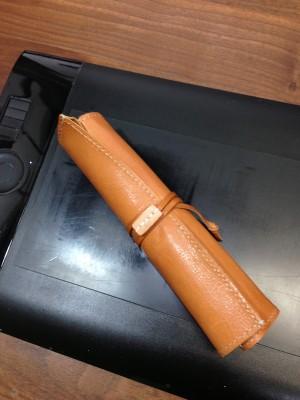 革のくるくる筆箱01